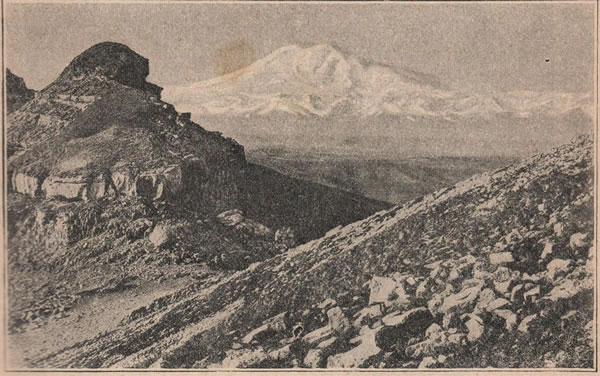 Рис. 160. Главная вершина Кавказа—Эльбрусъ —5 і/4 верстъ; видъ съ Бермамута.